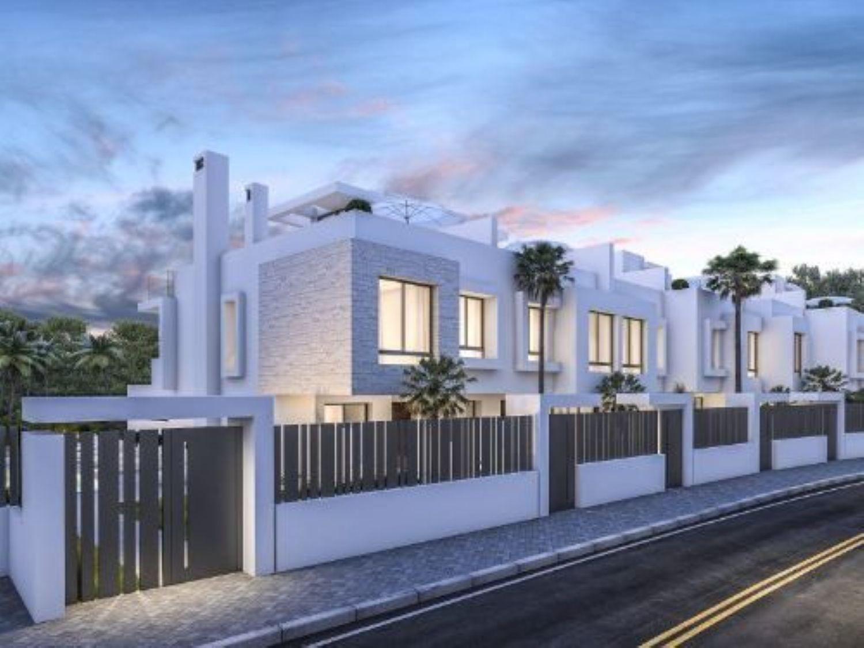 Chalet adosado en venta, Urbanizacion Playa de Guadalobon, Estepona