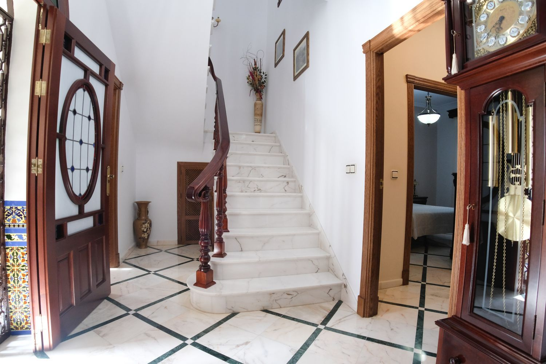 Chalet adosado en venta, Isaac Albeniz, Olivares